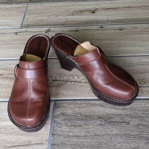 Born women's shoes clogs sz 8 EUC *offer's welcome